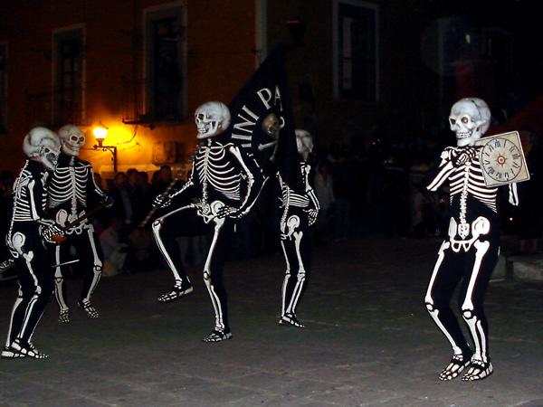 Actuació de la Dansa de la Mort a Guanajuato. Foto de ROCHA_QUANAXHUATO